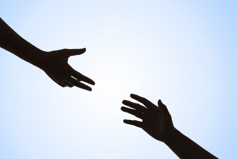 Daily Kiss: Lend a hand